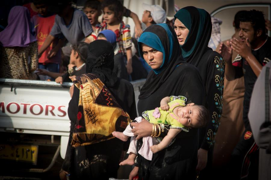 Displaced Iraqis arrive in Makhmour, in northern Iraq.